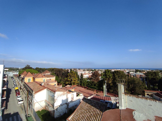 Appartement dans El Castell de Cubelles. Ático, terraza, vistas, 3h, 2wc