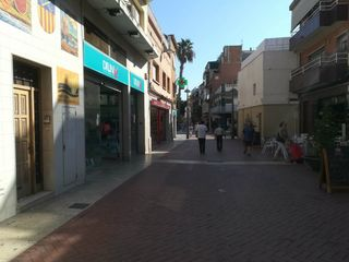 Lloguer Local Comercial  Illa peatonal. Local en alquiler