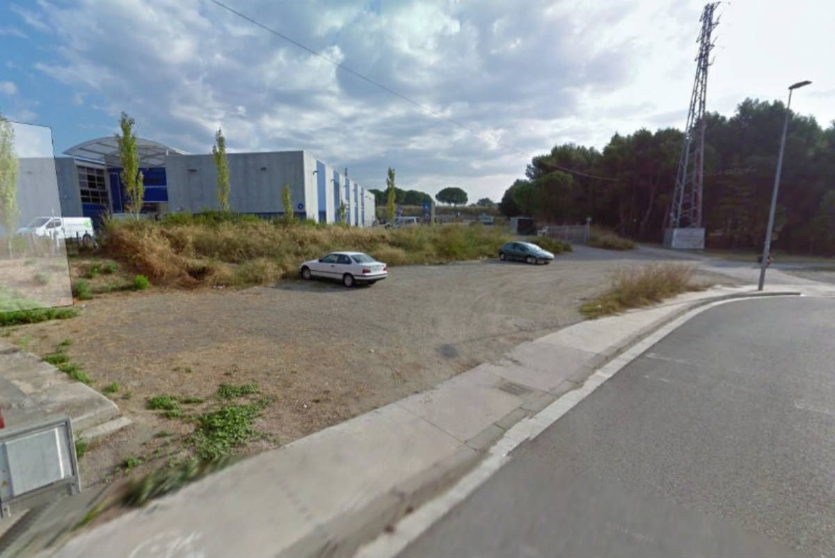Land for facility in Can many, s/n. Equipamientos en zona industrial