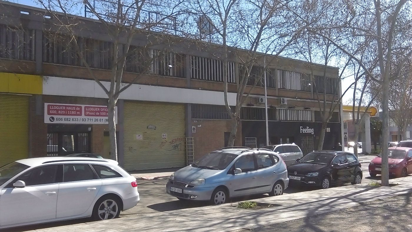 Nave industrial  Carrer rocafort. 3 naves contiguas