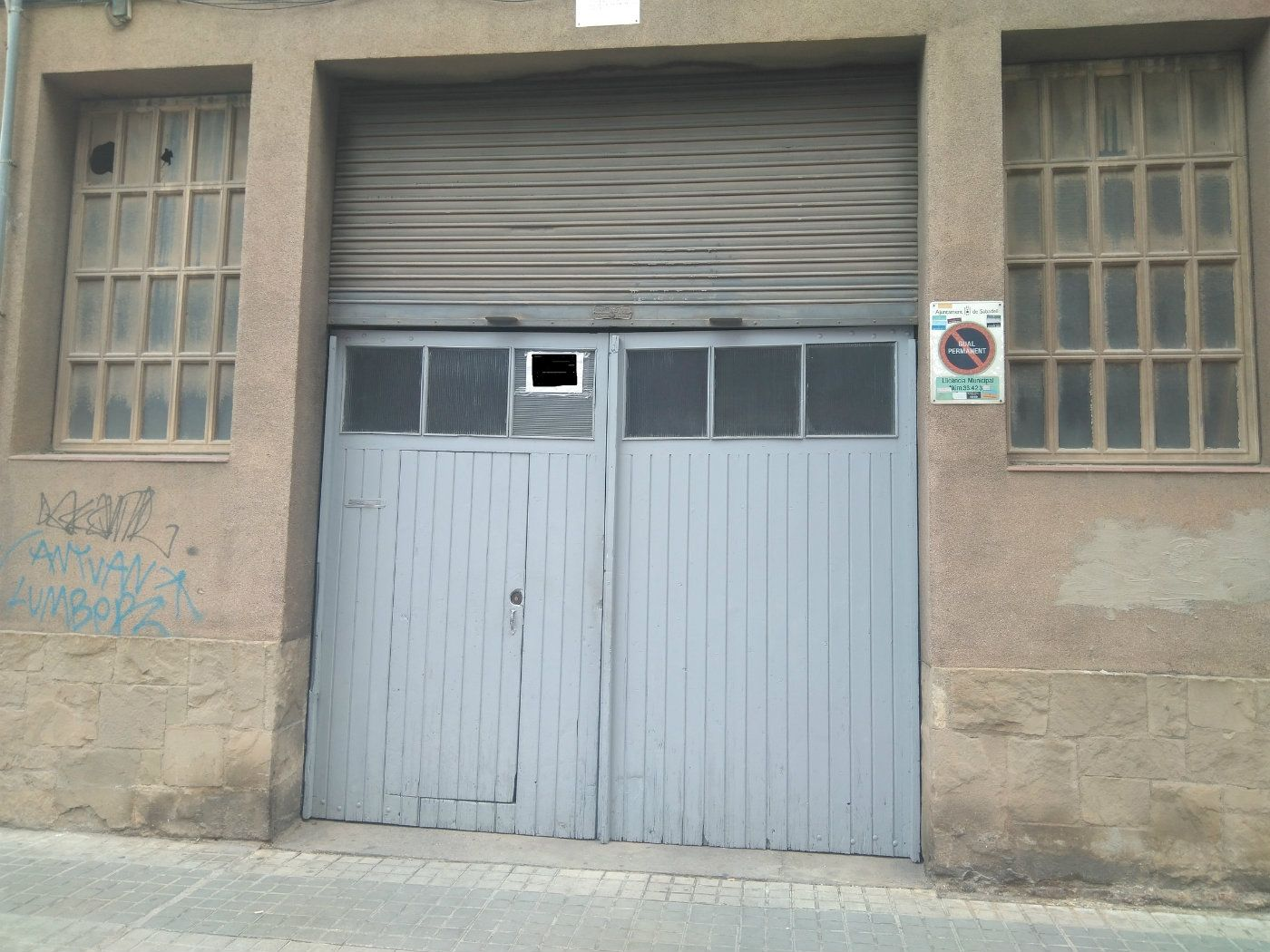 Nau industrial  Carrer calders. Almacén / parking