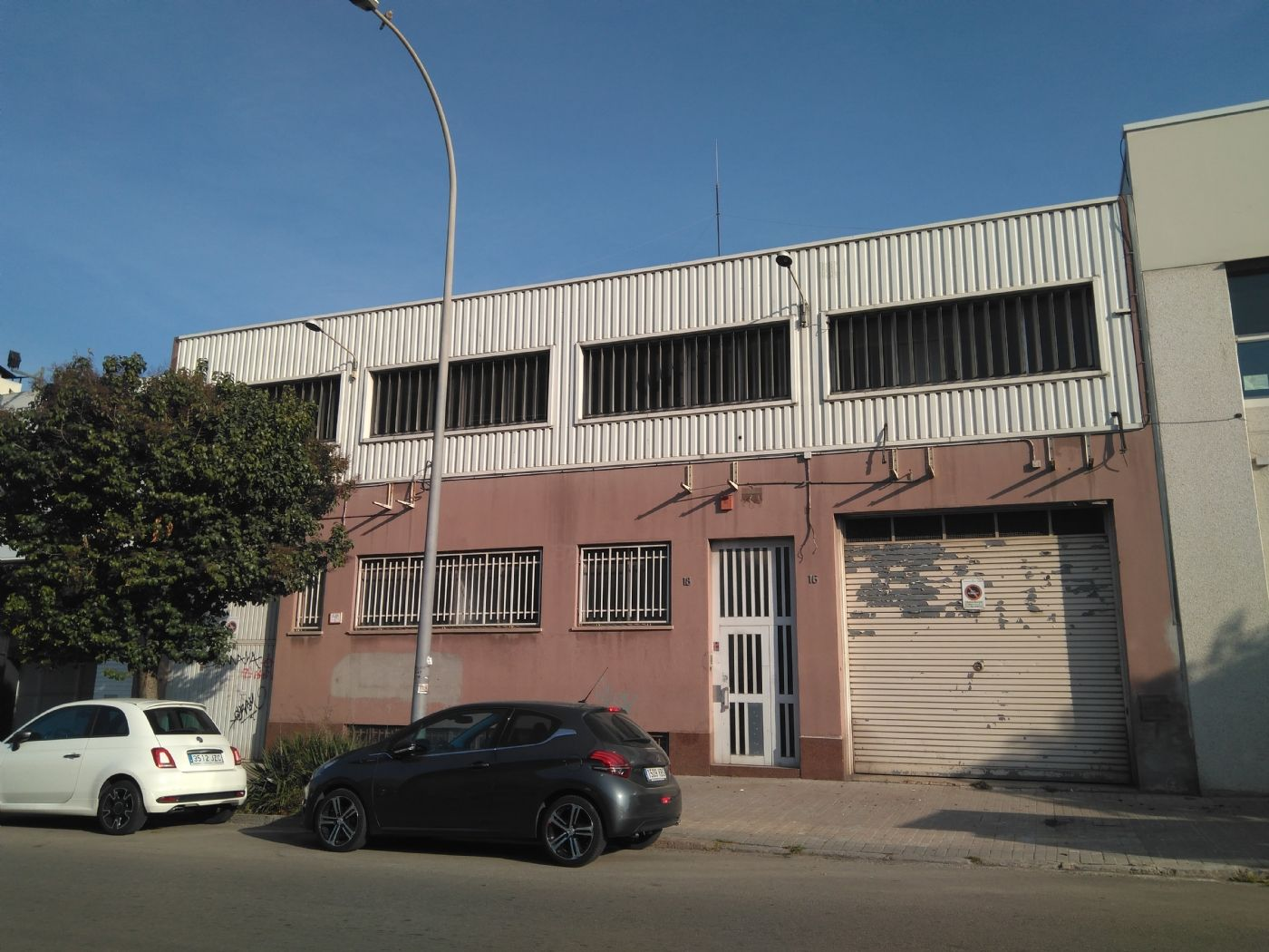 Industrial building  Carrer joaquim blume. Nave comercial / industrial