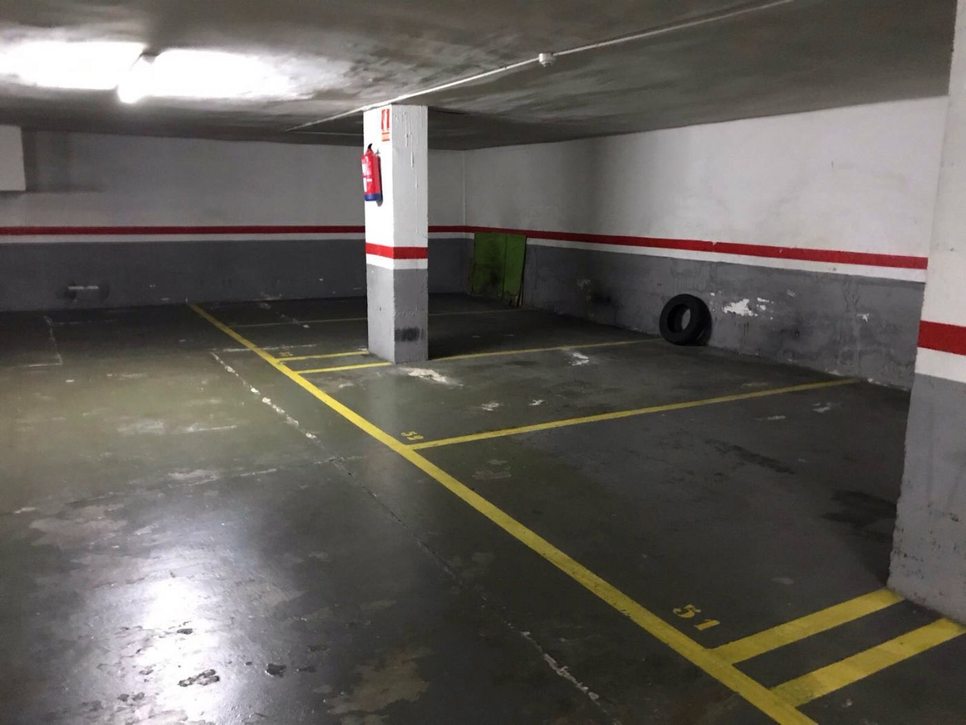 Parking voiture  Carrer maluquer. Lote de 12 plazas