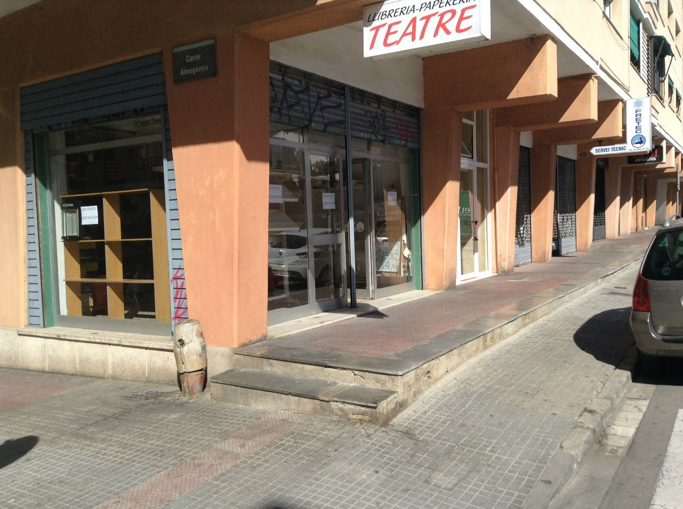 Local Comercial en Carrer ponent, 49. Local esquinero  12 m. fachada
