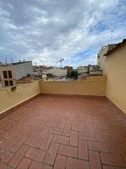 Maison dans Diagonal-Colomeres. Casa esquinera con terraza