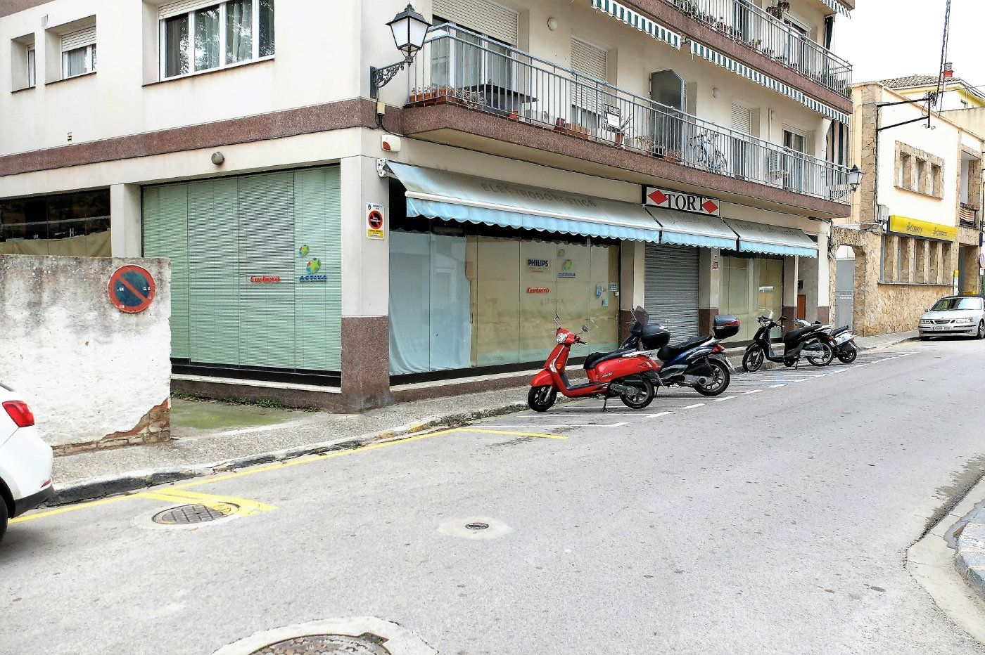 Local Comercial en Carrer maria auxiliadora, 6. Gran local en venta