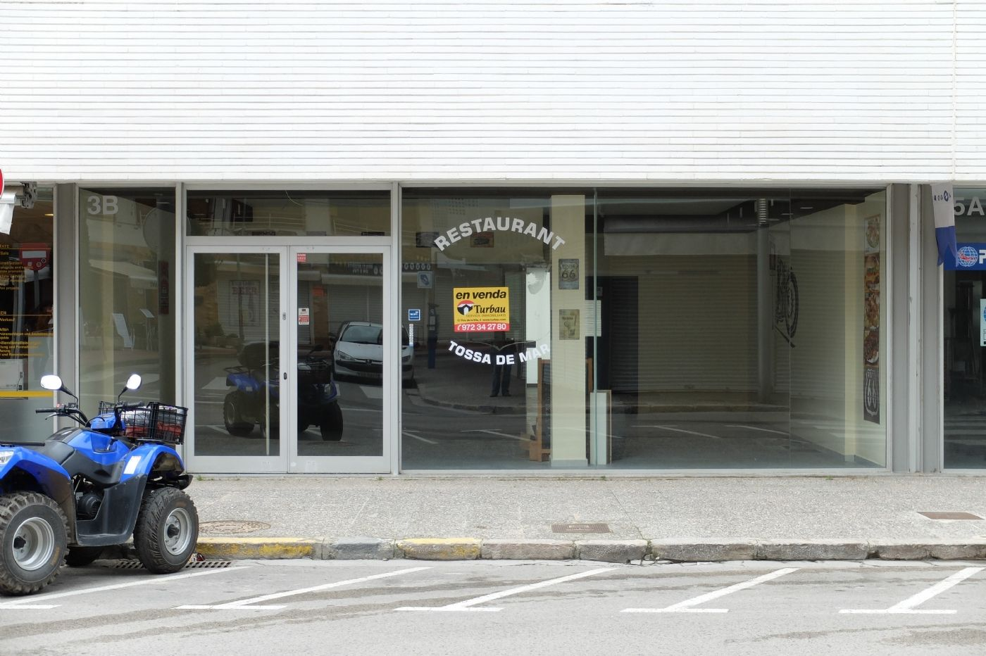 Local Comercial en Carrer enric granados, 3. Local en venta
