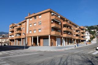 Local Comercial en Carrer victor catala, 14. Local en alquiler