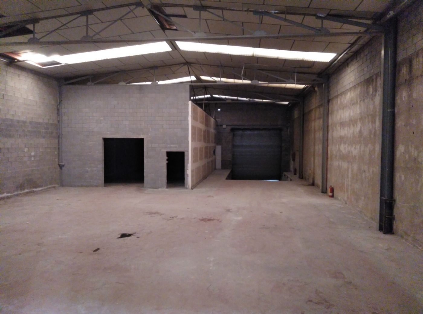 Rent Industrial building  Centre. Nave industrial