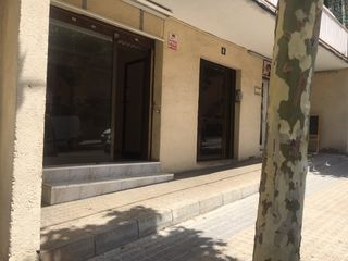 Rent Business premise  Carrer almeria. Local comercial