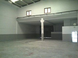 Alquiler Nave industrial  Pol. ind. fontsanta. Nave con excelentes patios