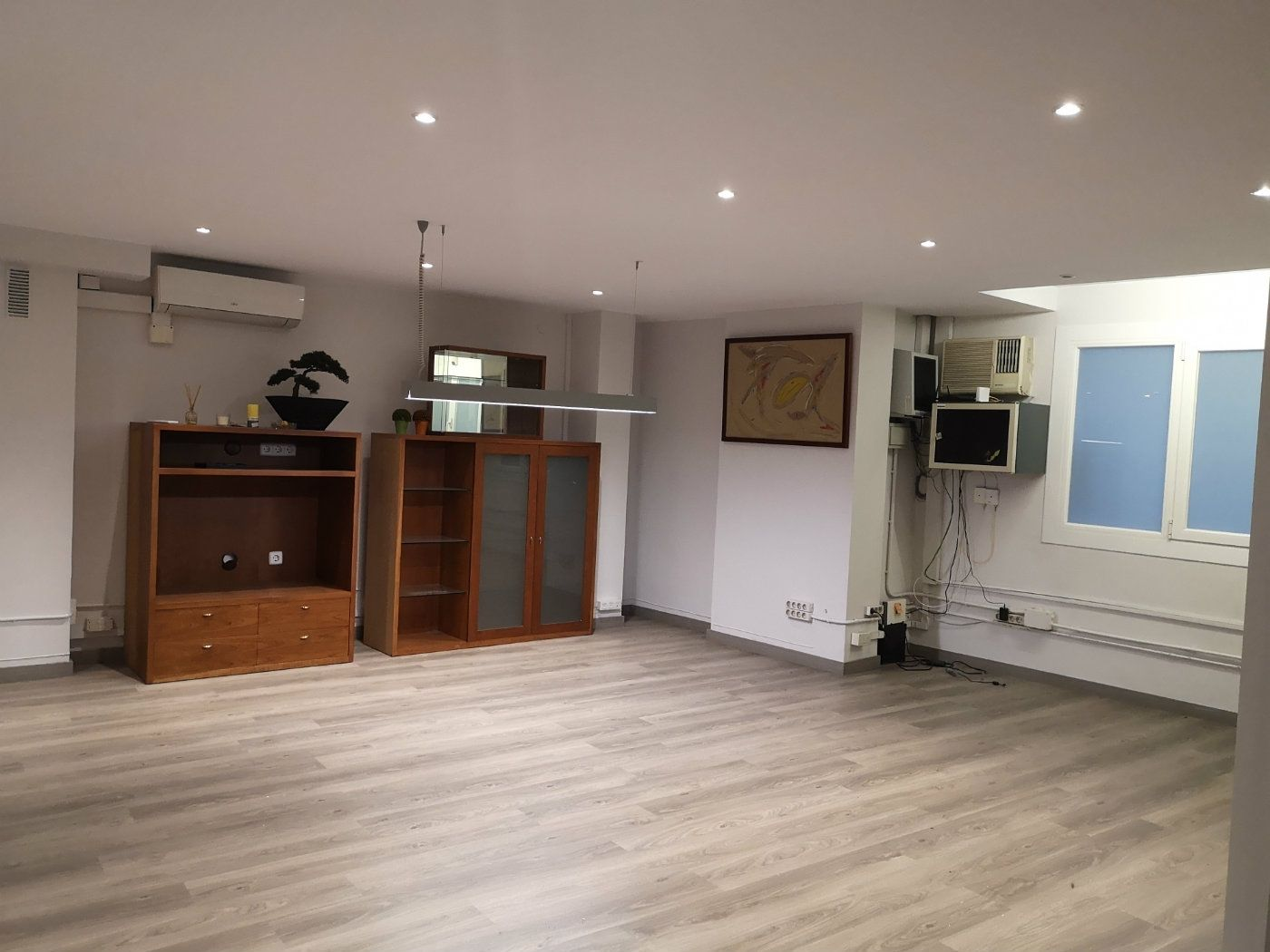 Rent Office space  Carrer galileu. Oficina en alquiler les corts