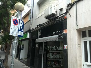 Alquiler Local Comercial en Carrer alfons xii, 82. Local a tocar del mercat torner