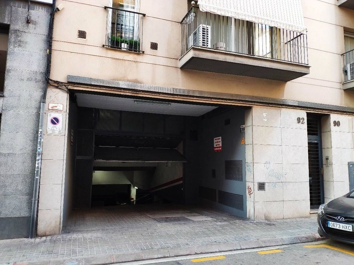 Parking coche en Carrer sant cugat, 88 cnt pizarro , pk33. Parking para coche mediano