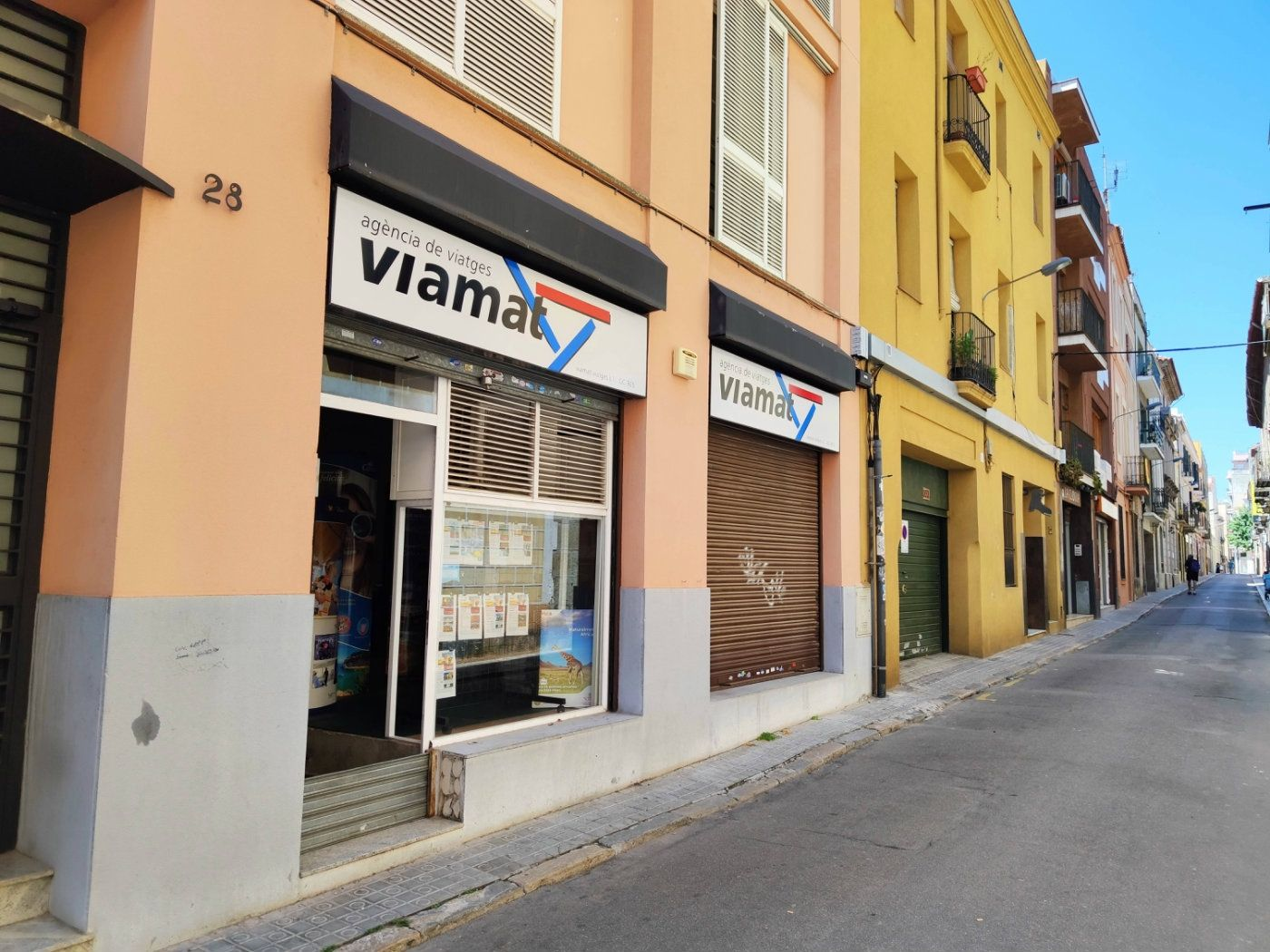 Locale commerciale  Carrer bonaire. Local con 2 vidrieras y piscina