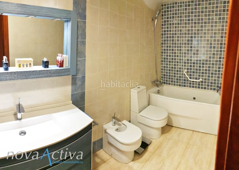 Baño Suite. Flat with heating in Riu Sud Santa Coloma de Gramenet