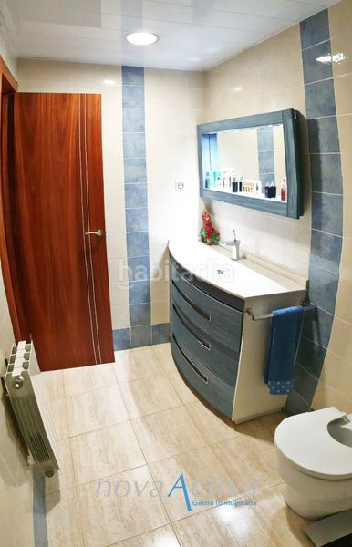 Baño Suite . Flat with heating in Riu Sud Santa Coloma de Gramenet