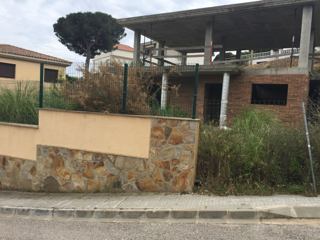 Maison dans Mas Mora-Sant Daniel. Casa estructura en construccion