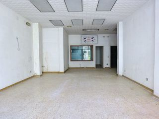 Rent Business premise  Travessera valles. Local comercial gran al centre