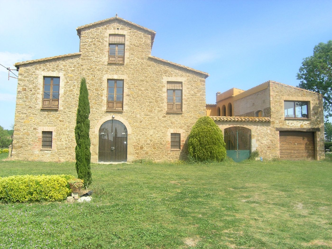 Country house in Verges. Masia restaurada, piscina