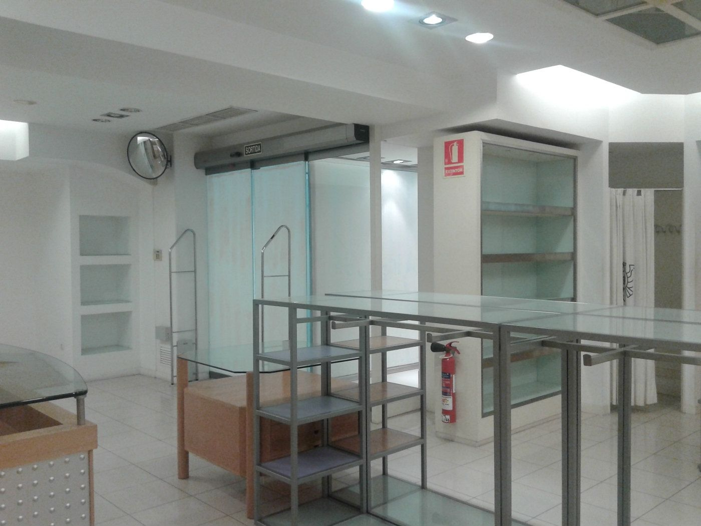 Lloguer Local Comercial  Centro. Local comercial de 255m2
